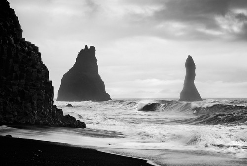 h0rreur:  Iceland - Vik: Basalt Rocks by John & Tina Reid on Flickr.   I miss this wild & rough sea in front of my house