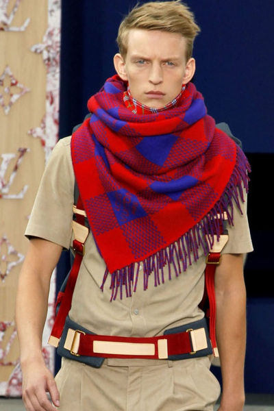 Louis Vuitton scarf blue red blonde hair Brown white tanned