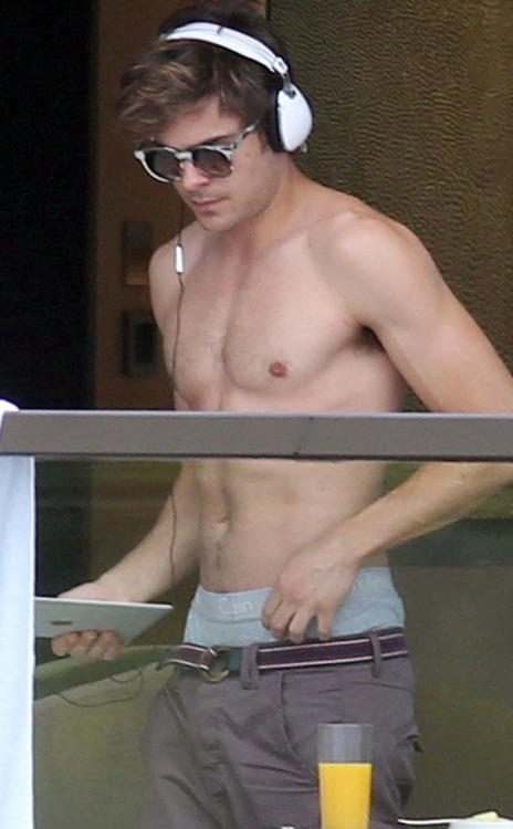 Liking sexy and shirtless Zac Efron!