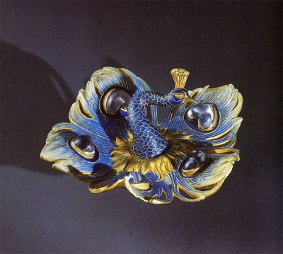 Lalique, broche paon, 1897-98 by lartnouveauenfrance on Flickr.Can I have it? Please? :)