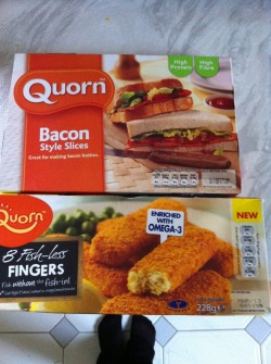 Dinner for tonight! I don't eat fish hence the quorn fish fingers but I do love bacon I just can't eat it (makes me feel sick for ages) so here we go! Wonder what they'll be like!