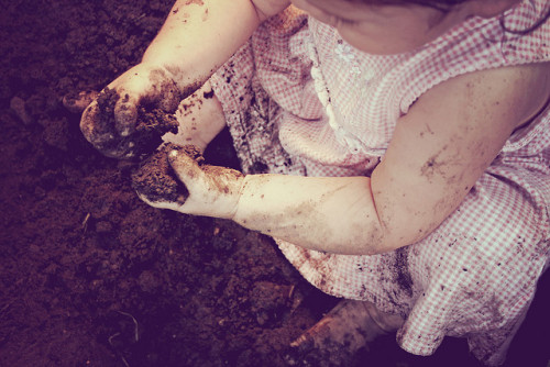 279. Let her get dirty.  (photo: {charlie})