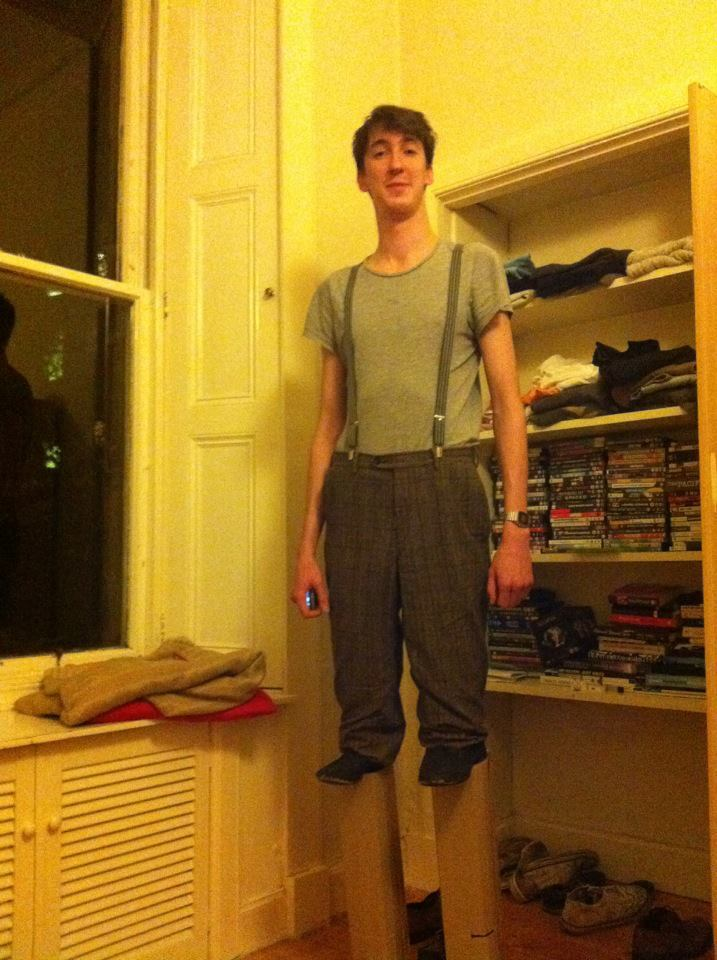 laughingsquid:  7 Foot Tall Man Dresses as Normal Guy on Stilts for Halloween  Brilliant.