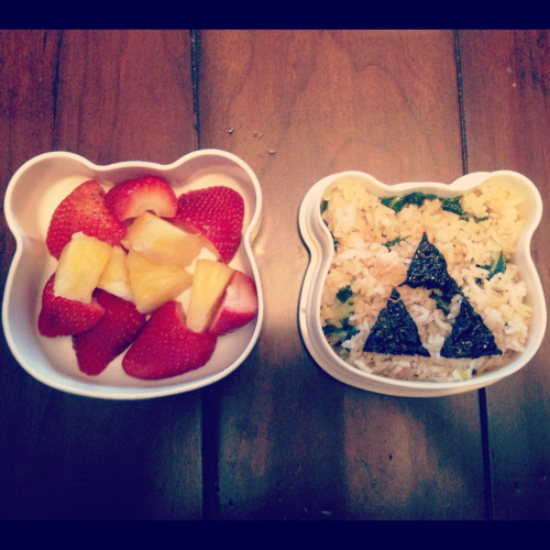 "Seaweed ""Triforce"" on garlic fried rice & sautéed baby bok choy. Also, strawberries & pineapple. 🍱👦✌"