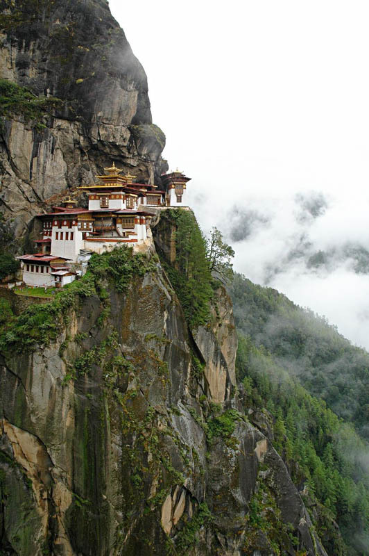 tehhen:  The Taktshang Tiger's Nest monastery in Bhutan (via Dark Roasted Blend: The Hanging Monasteries of the World).