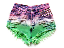 wild thanggg… luving the purple and green contrast xxo you can buy these at runwaydreamz.com <3 or by clicking above