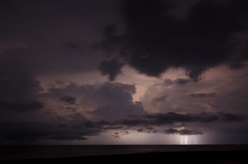 quack3r:  Storm over the ocean by rob.wiss on Flickr.