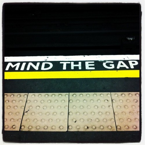 Mind the Kerning #london #kerning #typo #fail #mindthegap (Pris avec Instagram à Belsize Park tube station)
