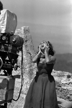 Elizabeth Taylor on the set of Suddenly, Last Summer (1959).