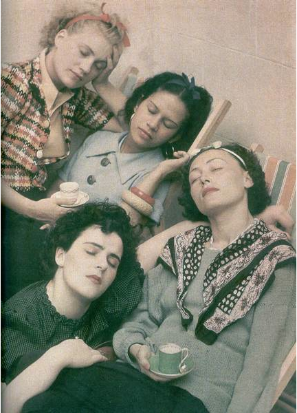 kvetchlandia:  Roland Penrose     Lee Miller, Ady Fidelin, Nusch Éluard and Leonora Carrington      Undated Amazing how Modern this photo looks