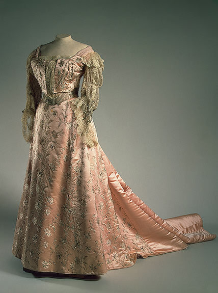 fripperiesandfobs:  Evening dress of Empress Alexandra Fyodorovna, 1900's From the State Hermitage Museum