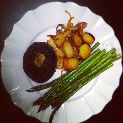 #dinner #asparagus #mushroom #potatoes #anthropologie #vegetarian    (Taken with instagram)