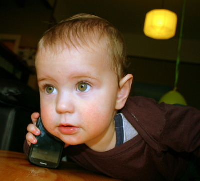 Almost one in five US kids have a cell phone. According to a study of Massachusetts school students, 20% of third-grade boys and 18% of third-grade girls have a cell phone. (Third graders are around 8 years old) That figure was up to 39% for fifth-graders. In middle school, over 83% had a cell phone.