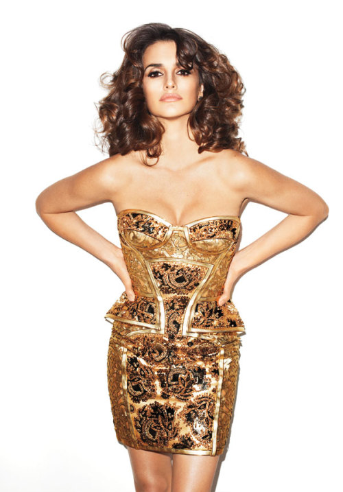 Gorgeous in gold & nude lips. Penelope Cruz for Harper's Bazaar US, May 2012.