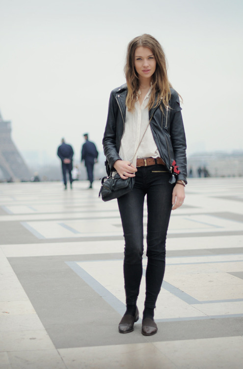 theexplorationexpedition:  streetstyled:  Paris streetstyle.  #2 because it is so beautiful