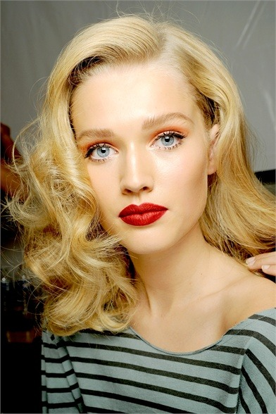 Pink-lid, orange-crease, black liner, red-lips