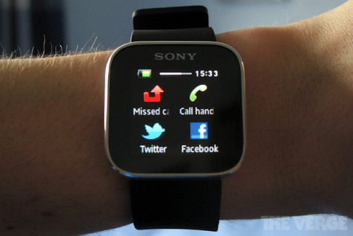 Sony SmartWatch launches in US for $149.99 Sony's SmartWatch, already available in the UK for a good month or so, is making its US debut today, at a price of $149.99.
