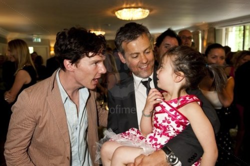 cumberqueen:  stalnoyemore:  oh that's the best photo ever!  Oh, I love this one!   Someone just really needs to give him a child… I volunteer :)