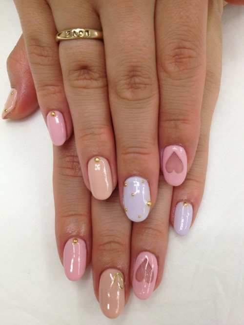 aloelita:  chanel-mist:  purebeachboho:  pretty ♥  new rosy blog checking out all new followers!  rosssy