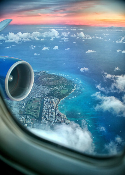 brain-food:  Window Seat to Hawaiiby Isac Goulart