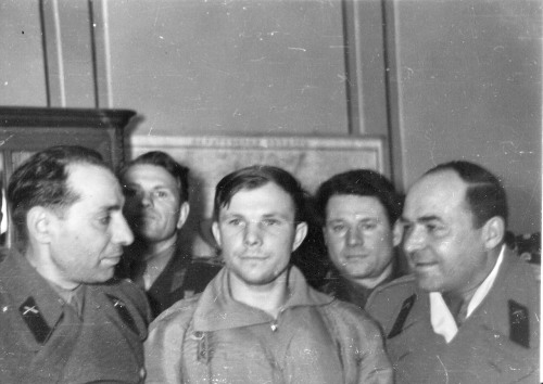 almy:  First hours of Yuri Gagarin on Earth after space flight.  Air base in Engels 12/04/1961  #sploosh