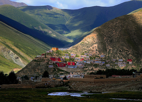 travelingcolors:  Drogon Gonpa དྲོ་ དགོན་པ་ | Tibet (by reurinkjan)