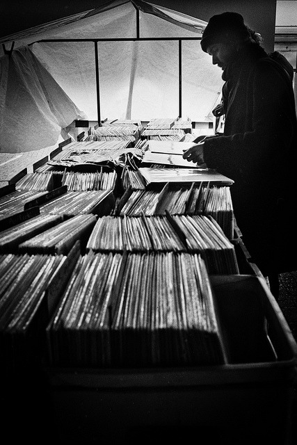 Searching for analog by derScheuch on Flickr.