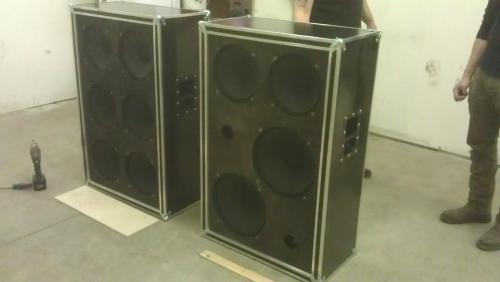 fuckyeahampworship:  fuckyeahguitargear:  New Hex 6x12 & 2x12/2x15 cabs for Mike Mason of Gaza.