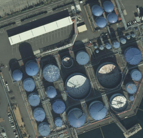 Storage tanks, Yokohama (from Google Maps satellite view).
