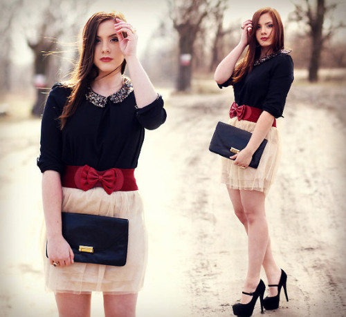 Sequin collar & red bow (by ▲ Aleksandra Valentine Skorykow ▼)