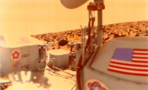 "discoverynews:  Mars Viking Robots 'Found Life' New analysis of 36-year-old data, resuscitated from printouts, shows NASA found life on Mars, an international team of mathematicians and scientists conclude in a paper published this week. Further, NASA doesn't need a human expedition to Mars to nail down the claim, neuropharmacologist and biologist Joseph Miller, with the University of Southern California Keck School of Medicine, told Discovery News. ""The ultimate proof is to take a video of a Martian bacteria. They should send a microscope — watch the bacteria move,"" Miller said. ""On the basis of what we've done so far, I'd say I'm 99 percent sure there's life there,"" he added. keep reading"