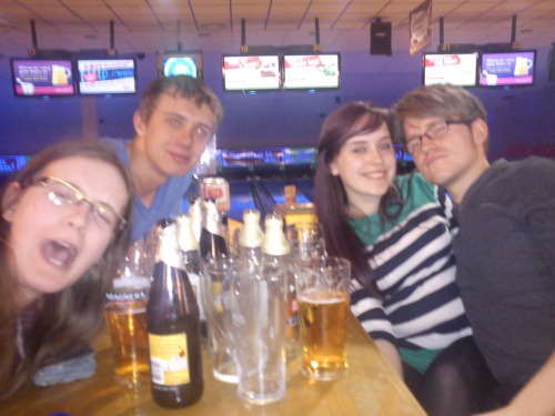 tumblrshowdotheywork:  kingofimperfection:  12th April 2012. Bowling!  I'm so pretty  Oh she's pretty.