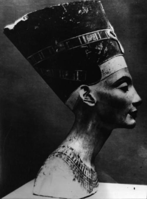 dirtcrumbgoddess:  Nefertiti