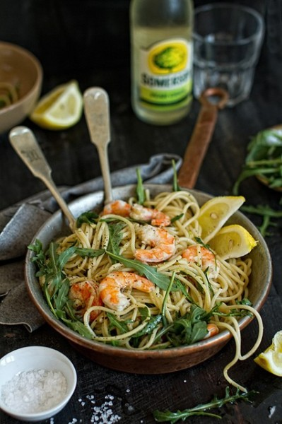wishflowers:  squaremeal:  (via summer menu / Lemon-rucola-shrimp spaghetti)