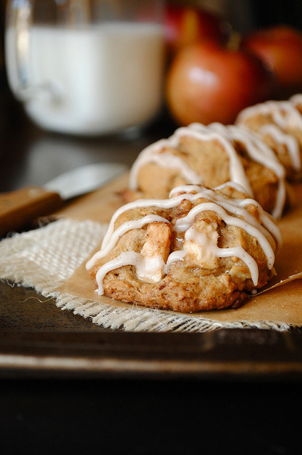 Apple Cinnamon Cookies with Maple Cinnamon Glazevia ( thefrenchpear)