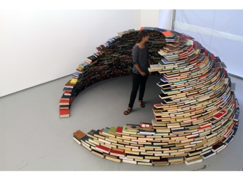 carnivaloftherandom:  laughingsquid:  Home, A Book Igloo  BOOKSBOOKSBOOKS