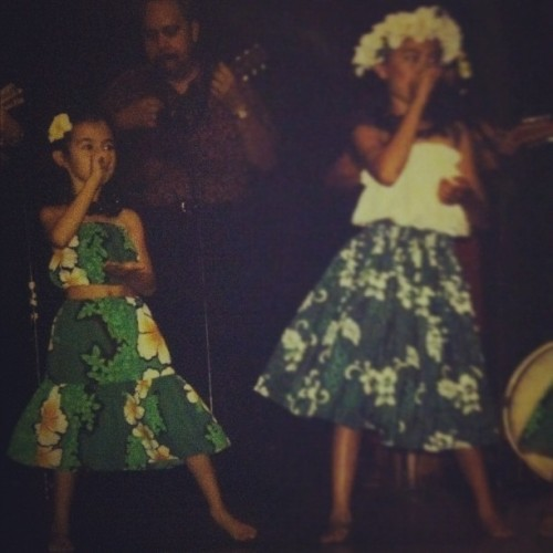 i-live-insomnia:  🎶 #throwbackthursday #hula #dance #flowers #skirts #tubetop #green #instaaddict #instamood #instagood #instayoung #cute #toddler  (Taken with instagram)