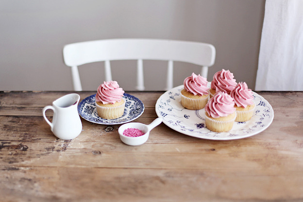 artpixie:  (via Blondie cupcakes with raspberry buttercream)