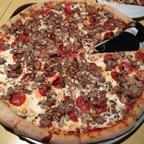 mariahkayla:  Nothing beats TOTO'S pizza 🙌 (Taken with Instagram at Toto's Pizzeria & Restaurant)