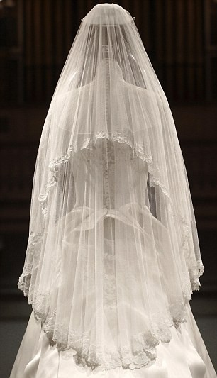 lace-me-tighter:  My dream veil.