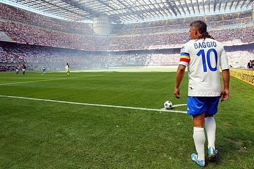 Photo of the day: Just love this photo. I was going to ask who Baggio is playing for but its to easy……..oh go on then, who is it?