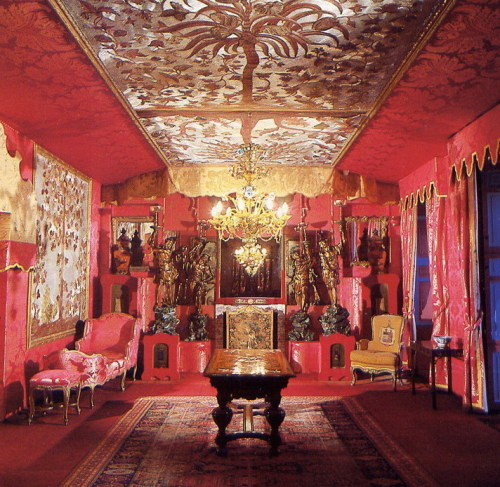 "Victor Hugo's ""Hauteville house"" - Le salon rouge"
