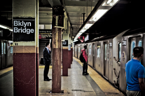Metro de Nueva York (4); estación de Brooklyn Bridge. New York subway (4); Brooklyn Bridge Station.