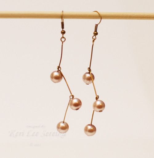 DIY Beginner Pearl Drop Earrings. If you are just beginning to make jewelry this is a good place to start. Tutorial from Pink Lemonade here.