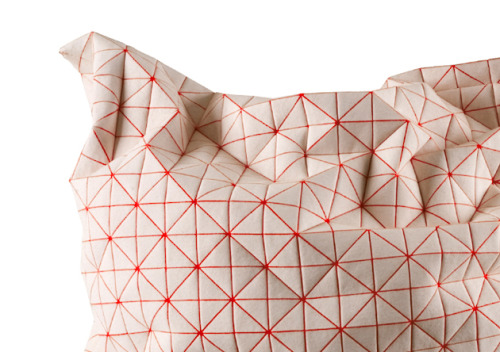 krgkrg:  Textiles that crease unexpectedly, by Mika Barr for Talents Design