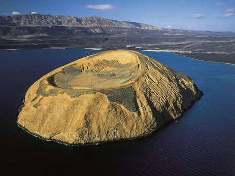 an island in Djibouti                 http://williamsonsbeauty.tumblr.com/