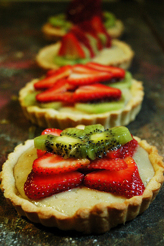 vegan fruit tarts by sabertoothbakery
