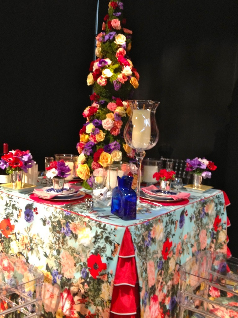 To cap off our week of floral delights! Tablescape created by Anne Maxwell Foster and Suysel dePedro Cunningham created for DIFFA's Dining By Design at the AD Design Show. If you happen to be in New York, the DIFFA tablescapes are up through Monday, featuring tablescapes created by some of the design industry's most innovative minds. Click here for ticket information.