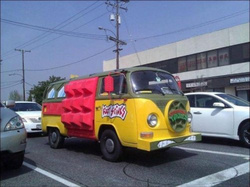 TMNT Party Van in Real Life   That thing is probably full of old pizza boxes.