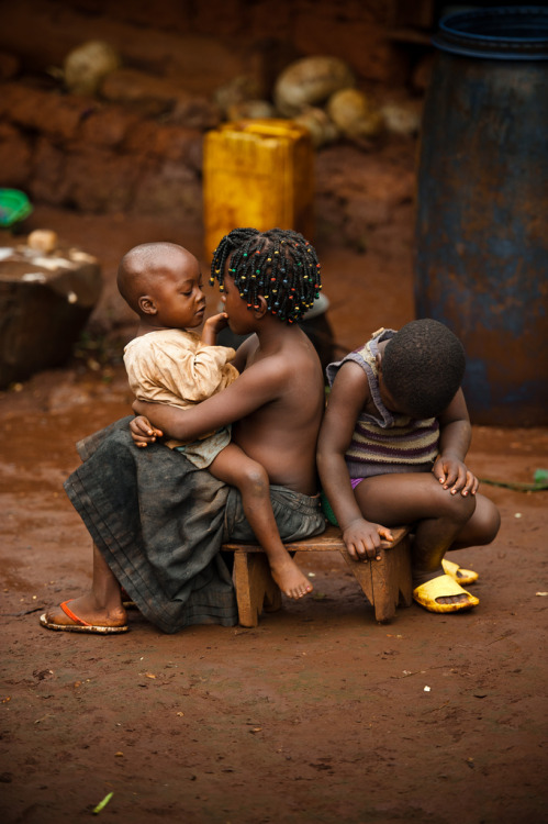 silatjunkie:  Children keep each other company outside their home in Cameroon Africa, 2011